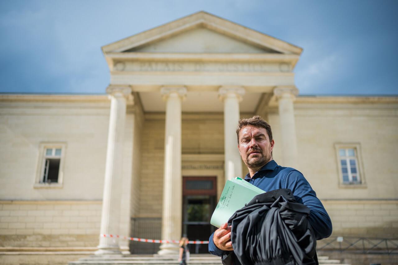 David larrat devant le palais de justice de Périgueux - Larrat Avocat